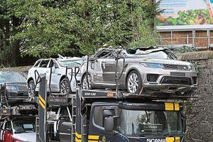 Xe vận chuyển gây tai nạn, 4 chiếc Range Rover, Jaguar biến dạng