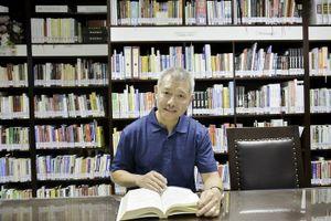 'Giáo sư quần đùi' Trương Nguyện Thành: 'Học sinh, sinh viên Mỹ mặc lộ nội y là bị đuổi về ngay'