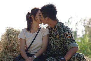 Hậu duệ mặt trời tập 25-26: Không còn từ chối, Hoài Phương 'khóa môi' Duy Kiên cực ngọt ngào