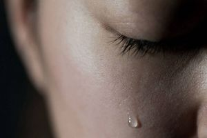 Khuyến khích người dân... khóc để xả stress