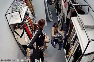 Người phụ nữ thản nhiên ăn cắp ví tiền hơn 20 triệu đồng