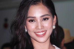 Hoa hậu Trần Tiểu Vy tận tay sờ bí đao 'khủng' nặng 80kg/quả