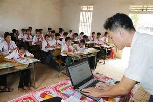 Nghệ An: Bù đắp thiếu hụt ngoại ngữ cho học sinh