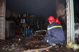 Cãi nhau với vợ, nổi giận đổ xăng đốt nhà khiến 3 người bị bỏng nặng