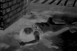 Mẹ đến thăm con, phát hiện con chết trong phòng trọ