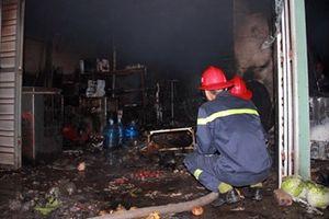 Giận vợ, chồng đổ xăng đốt nhà khiến 3 người bỏng nặng