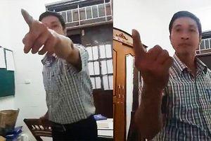 Cảnh cáo Trưởng phòng tổ chức hành chính 'vung ghế' dọa đồng nghiệp