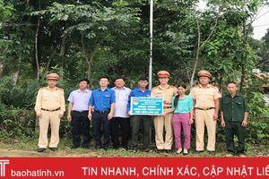 Tuổi trẻ Phòng CSGT Công an Hà Tĩnh chung tay 'Thắp sáng làng quê'