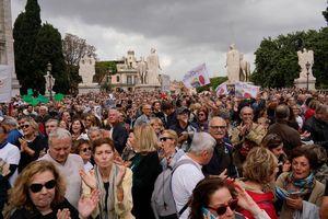 Hàng ngàn người biểu tình ở Rome do sự xuống cấp của thành phố dưới quyền thị trưởng đảng dân túy