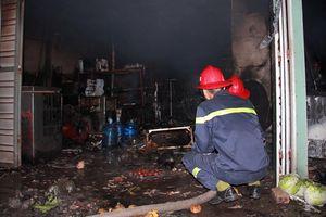 Mâu thuẫn gia đình, chồng đốt nhà khiến 3 người bỏng nặng