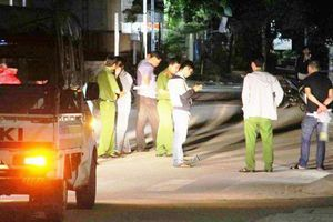 2 tên cướp giật túi xách khiến 2 cô gái ngã ra đường, 1 người chết
