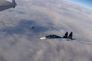 Màn tiếp nhiên liệu kép trên không của máy bay quân sự Nga