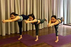 Yoga: đốt cháy calo với 'tư thế thăng bằng hình chữ T'