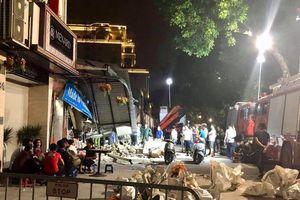 Sập nhà cổ ở Hà Nội, nhiều người thoát chết