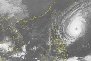 Siêu bão hoạt động gần biển Đông có sức gió gần 200km/h