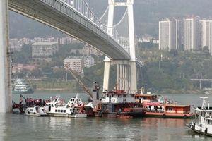 Xe bus lao xuống sông tại Trung Quốc, 2 người thiệt mạng