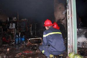Hải Phòng: Tự đổ xăng đốt nhà, 3 người bị bỏng nặng
