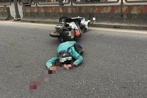 Ngã văng xuống đường khi đang điều khiển xe máy, cô gái người Mỹ tử vong thương tâm