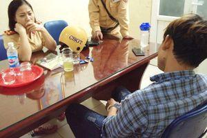 Hà Nội: Buồn chán vì người yêu mất do tai nạn, nam thanh niên khóc lóc đòi nhảy cầu Chương Dương tự tử