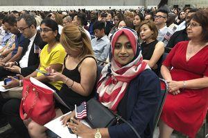 Người nhập cư ở Mỹ bị trì hoãn nhập quốc tịch trước thềm bầu cử