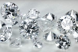 Bộ Tư pháp nói về vụ tiệm vàng bị tịch thu 20 viên kim cương