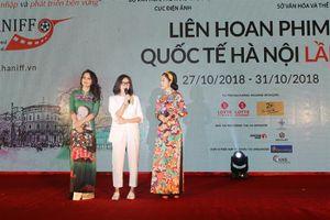 'Cô Ba Sài Gòn' làm nóng chương trình chiếu phim ngoài trời