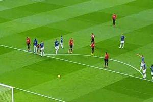 Xem lại cú sút penalty siêu lề mề của Pogba thành trò cười cho khán giả