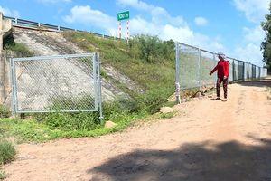 Cao tốc Đà Nẵng- Quảng Ngãi: Nguy hiểm lưới chắn thi công dở dang