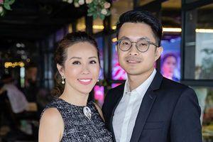 Bạn trai 8X hộ tống Hoa hậu Thu Hoài trong sự kiện tại HN