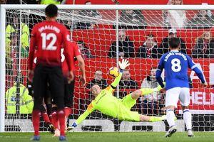 M.U thắng vất vả Everton, Pogba nhận chỉ trích