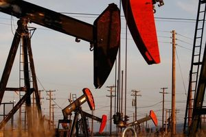 Giá dầu phục hồi nhẹ trở lại theo đà của thị trường chứng khoán