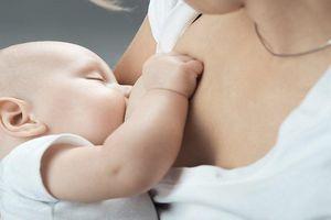Nuôi con bằng sữa mẹ: Những rắc rối và cách giải quyết