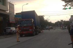 Va chạm với xe container, người đàn ông đi xe đạp chết thảm