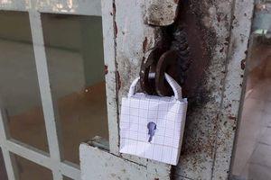 'Chết cười' với ổ khóa có cũng như không của lớp nhà người ta