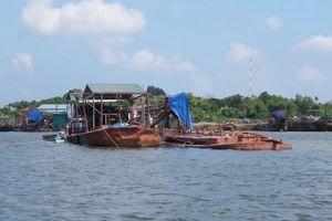 Tước giấy phép, xử phạt doanh nghiệp khai thác cát trên sông Hương