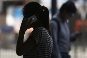 Giả mạo nhà mạng báo nợ cước điện thoại, mời mua nhà, SIM số đẹp