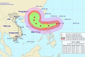 Siêu bão Yutu giật trên cấp 17 đang rất gần Biển Đông