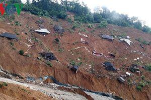 Hàng trăm hộ dân ở Quảng Ngãi nằm trong vùng sạt lở núi