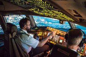 Hành khách vỗ tay khi máy bay tiếp đất, phi công nói họ 'vui mừng quá sớm'