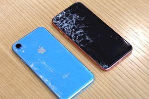 iPhone XR rẻ hơn iPhone XS nhưng có kém bền hơn?