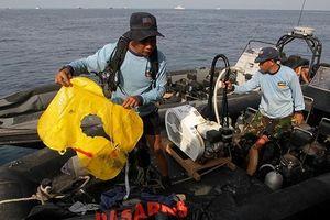 Nhân chứng kể lại khoảnh khắc máy bay Indonesia rơi xuống biển