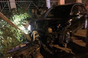 Cán bộ công an lái ôtô tông nhiều xe máy làm 2 người bị thương nặng