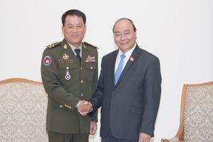Thủ tướng tiếp Tổng Tư lệnh quân đội Hoàng gia Campuchia