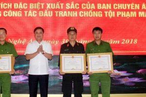 Khen thưởng chuyên án đấu súng với trùm ma túy trong rừng sâu