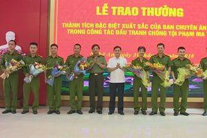 Chủ tịch tỉnh Nghệ An trao thưởng vụ triệt phá tụ điểm mua bán ma túy