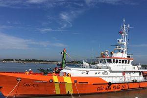 Cứu khẩn cấp 24 ngư dân tàu cá bị phá nước ngoài khơi