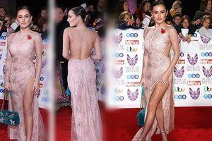 Mỹ nhân đôi mươi Amber Davies váy xẻ lộng lẫy như nữ thần