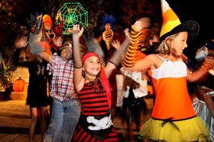 Ngày hội Halloween đã đến, cha mẹ hãy cho bé tham gia 5 trò chơi sáng tạo và vui nhộn này