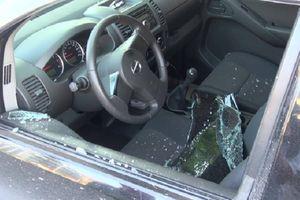 Camera ghi hình nghi phạm đập vỡ cửa kính ô tô trộm 3,5 tỉ ngay trước phòng giao dịch ngân hàng