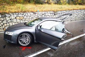 Audi R8 gãy đôi sau va chạm với xe 'cỏ' Volkswagen
